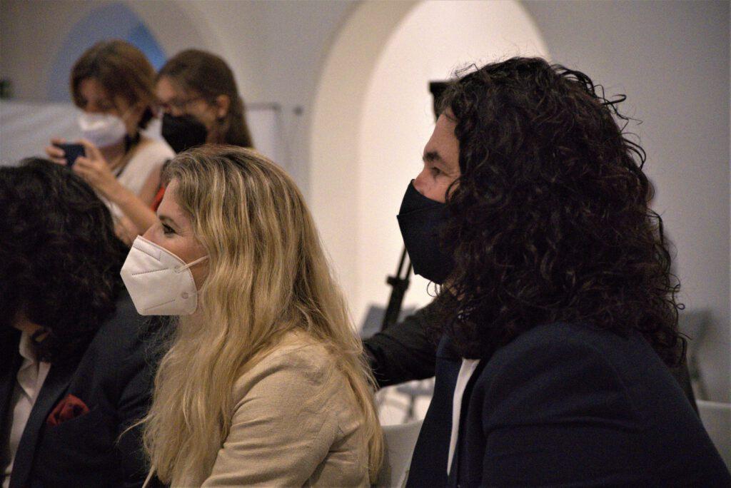 Ana Mestre junto a uno de los organizadores, Mario González